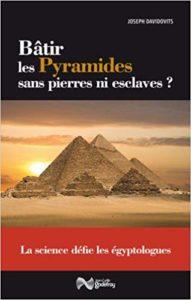 Bâtir les pyramides sans pierres ni esclaves ? (Joseph Davidovits)